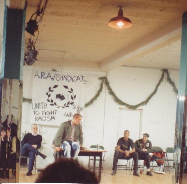 Reunião do Syndicate, rede de gangues antirracistas que deu origem à ARA